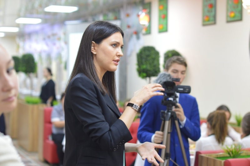 Алёна Аршинова на встрече с директорами школ