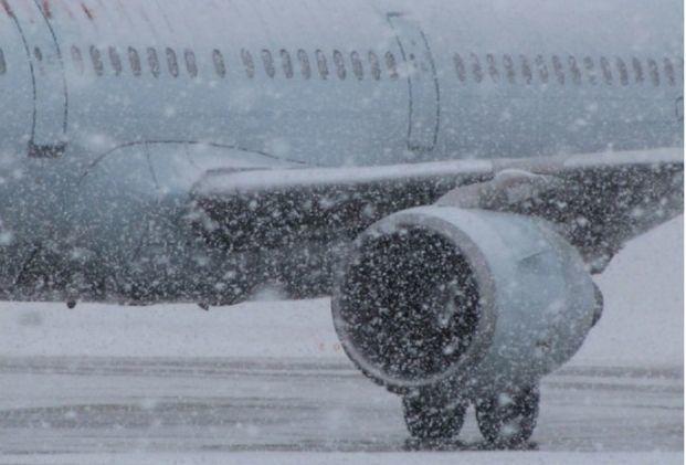 Из-за непогоды сегодня отменили 169 автобусных рейсов и закрыли аэропорт
