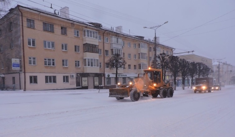 В столице около 100 машин устраняют последствия апрельского снегопада