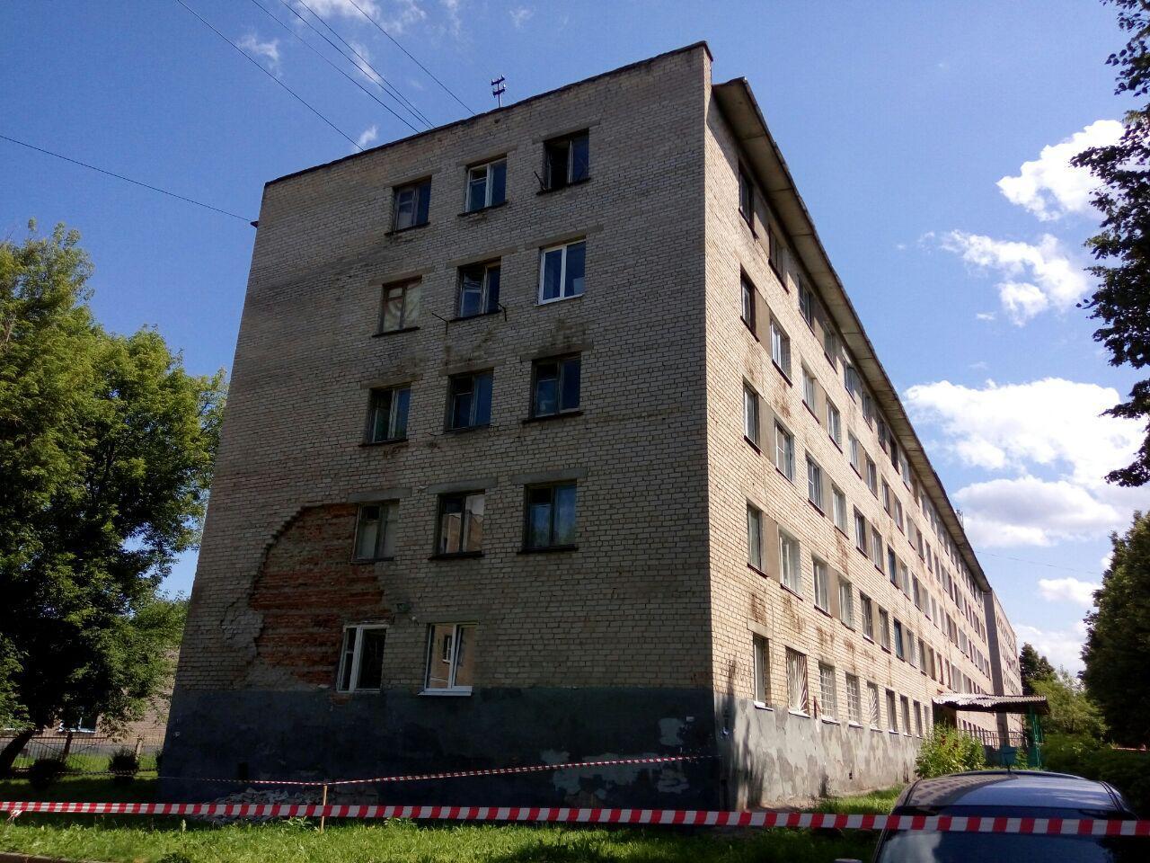 По улице Грасиса обрушилась кирпичная кладка общежития