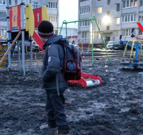 Мальчик в грязи